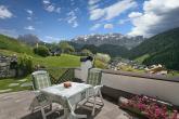Panoramaterrasse mit Blick in die Südtiroler Dolomiten