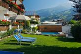 Pool mit Liegewiese - Appartement Egger in Riffian