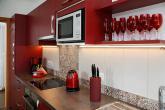 rote Ferienwohnung -Küche