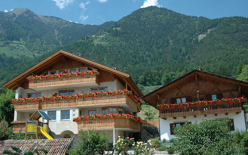 Dorf Tirol bei Meran Urlaub auf dem Bauernhof Urlaub Südtirol Italien