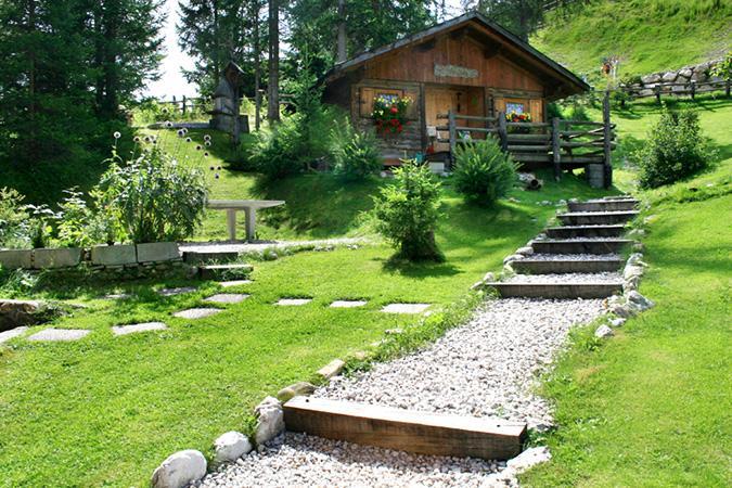 La villa s cassiano pedraces alloggio vacanze alto adige - Giardini di montagna ...