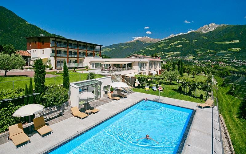 Dorf tirol bei meran vacation home holiday south tyrol italy for Design hotel dorf tirol