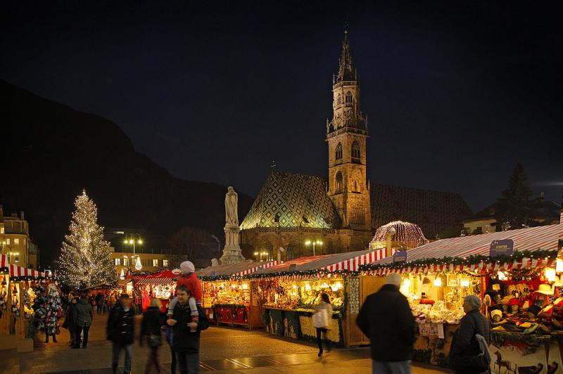 Mercatini Di Natale Bolzano Piazza Walther.Il Mercatino Di Natale Di Bolzano