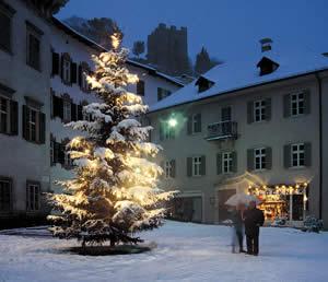 Christbaum in der Altstadt von Meran